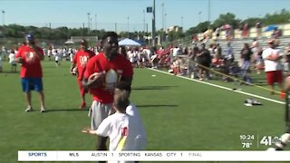 Young players use Tyreek Hill's camp as chance to challenge the Cheetah
