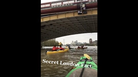 Kayaker Tour Guide Shares Secrets About The City Of London!
