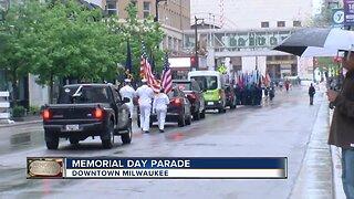 Memorial Day Parade goes on in Milwaukee despite rain