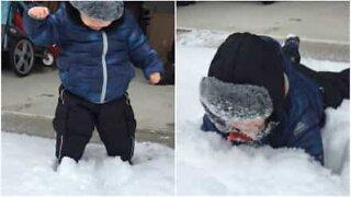 Barn upplever snö för första gången och blir traumatiserad