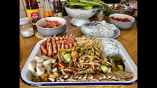 How to make wild papaya salad (Som Tam Pa)