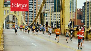 Watch a 'wave' travel through a pack of marathon runners