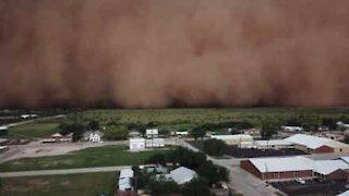 Drone filmer kraftig støvstorm i Texas