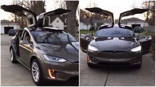 Tesla, bilen helt klargjort til julefeiring!