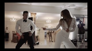 Newlyweds pull off spectacular first dance at their wedding