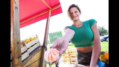 Kristina najzgodnija prodavačica mandarina