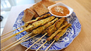 How to make pork satay with dipping sauce