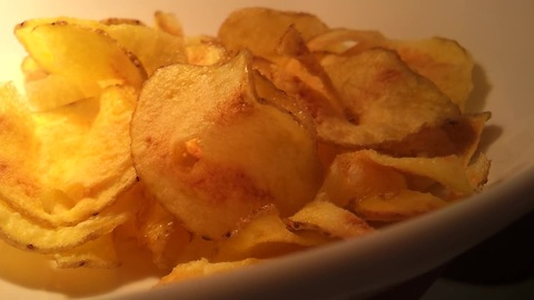 Make homemade potato chips using a microwave