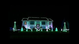 Christmas light show incredibly syncs to 'Sugar Plum Groove'