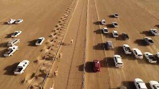Vista privilegiata su una corsa di cammelli in Medio Oriente