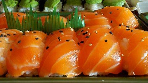 Salmon Nigiri Sushi Recipe Using a Sushi Mold