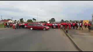 South Africa - Cape Town - Bloekombos Secondary school day 2 protest (Video) (9T7)