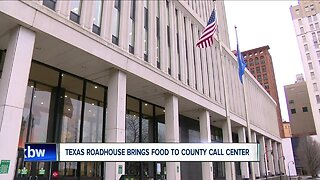 Cheektowaga Texas Roadhouse donates meals to Call Center