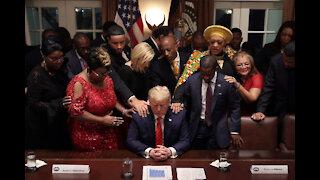 """ÉPICO DISCURSO de Donald Trump 🦅 """"Necesitamos ayuda del Jefe"""" 15-10-2020"""