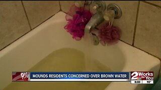 Mounds residents concerned over brown water