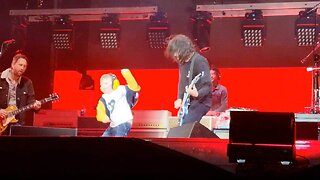 FIVE-YEAR-OLD BECOMES ROCKSTAR FOR THE NIGHT BY DANCING ON STAGE WITH THE FOO FIGHTERS AT HIS FIRST EVER CONCERT