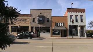 """De Pere promotes """"Choose Local"""" campaign for holiday shopping"""