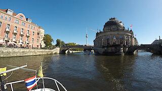 Time lapse captures boat bridge trip in Berlin