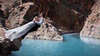 Couple make a big splash for perfect wedding photograph