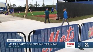 New York Mets pitchers and catchers report for spring training