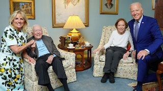 JOE BIDEN & JIMMY CARTER'S AWKWARD PHOTO SHOOT!