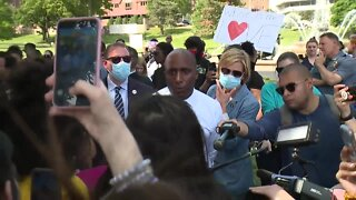 KCMO Mayor Quinton Lucas addresses protesters