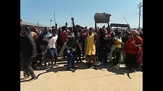 SOUTH AFRICA - Durban - Service delivery protest - eNgonyameni - (Video) (VZR)