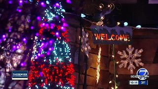 Aurora family uses Christmas light display to give back to special organization