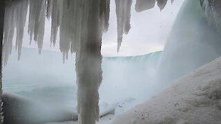 Niagara Falls: Incredible footage below the brink in winter