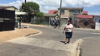 SOUTH AFRICA - Cape Town - Sandra Janjies gives Bonteheuwel children Christmas Gifts. (Video) (fCz)