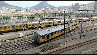 SOUTH AFRICA - Cape Town - Train Derails near Cape Town Station (Video) (FHm)