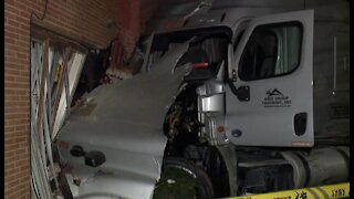 Semi leaves path of destruction after crashing into several cars & apartment in Detroit