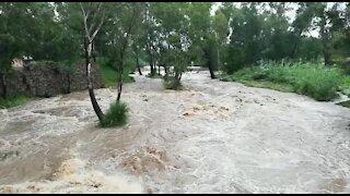 Rain causes flash flooding in Johannesburg (kAg)