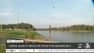 Crews search Missouri River for missing boy