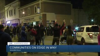 Protesters and police unify in Niagara Falls