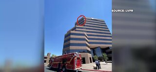 Window washer stuck on top of 10-story US Bank