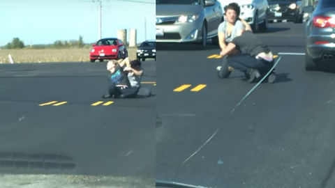 Women With Extreme Road Rage Fight In Middle Of The Road
