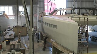 SOUTH AFRICA - Cape Town - Boat building (Video) (2qT)