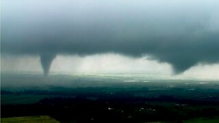 Tornado lands near Tulsa, Oklahoma airport