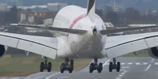 Fly lander sidelengs i Birmingham, England