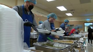 Thanksgiving volunteers make it a good news day