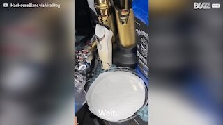 Ce coiffeur montre comment vraiment bien laver une tondeuse