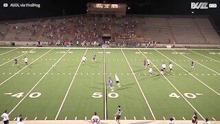 Hai mai visto un lancio col frisbee del genere?