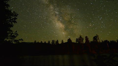 Jaw-Dropping Milky Way Timelapse Is Something To Behold