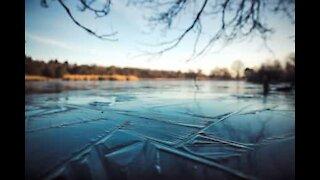 Les méandres fabuleux d'un lac gelé
