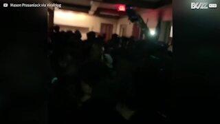 Panico: crolla il pavimento durante una festa negli USA