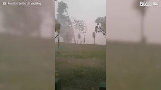 Spaventosa tempesta colpisce São Paulo, Brasile