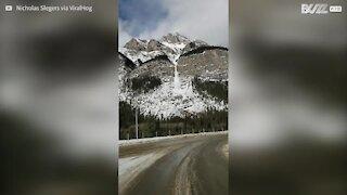 Au Canada, cette avalanche ressemble à une véritable cascade
