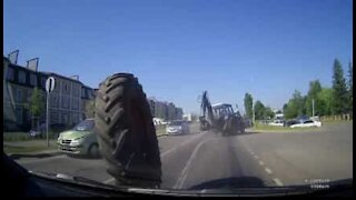 Tractor loses wheel on road in Russia