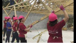 Volunteers help families in need on International Women's Day